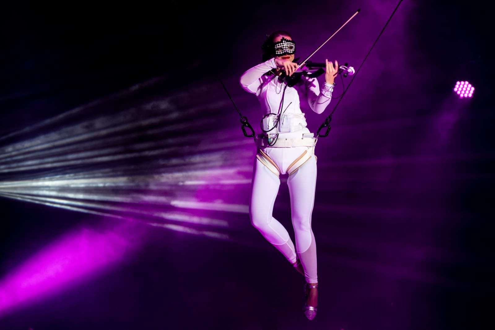 Flying-Violine-Showact-01