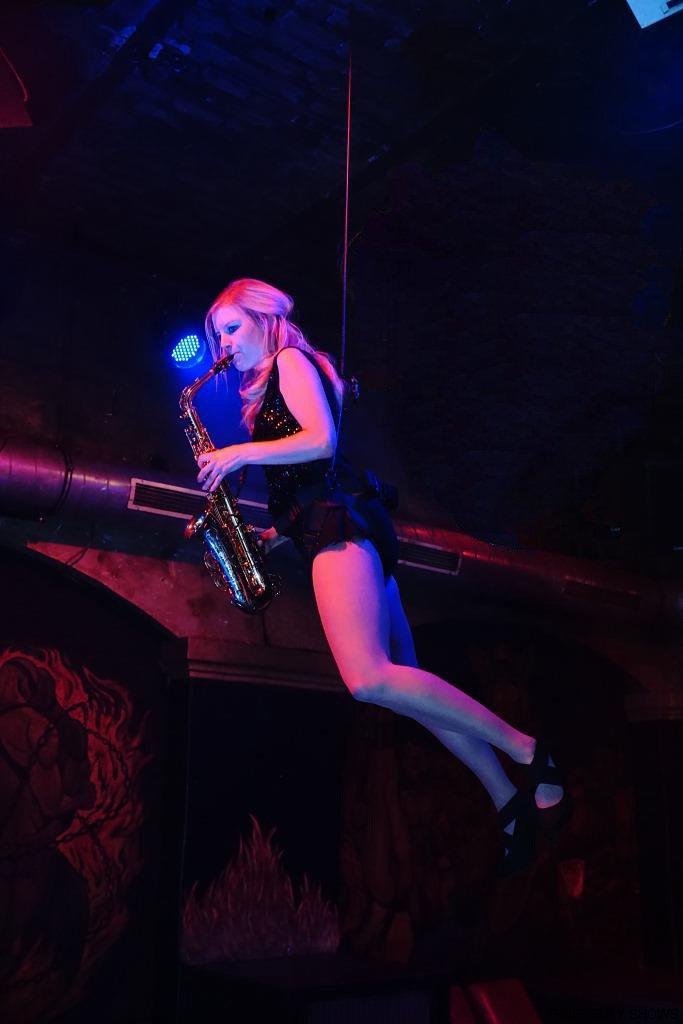 fliegendes Saxophon Show