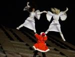 Weihnachtsmann Show mit Luftakrobatik am Potsdamer Platz Panoramapunkt