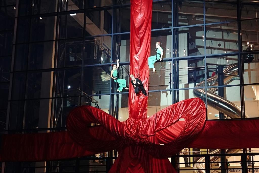 Riesenschleife Eröffnung Show Berlin