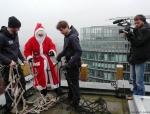 weihnachtsmann-show-klettern-abseilen-stunt-03