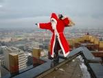 weihnachtsmann-show-klettern-abseilen-stunt-13