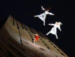 2014-potsdamer-platz-vertical-dance-weihnachtsmann-show-02