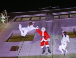 Weihnachtsmann Show in Berlin mit tanzenden Engeln