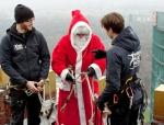 weihnachtsmann-show-klettern-abseilen-stunt-09