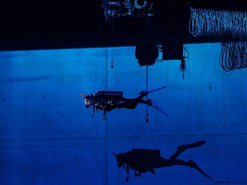2016-03-08-18-threesixty-shows-flying-diver-luftakrobatik-itb