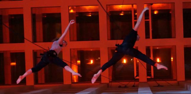 Vertical Dance Showact - Luftakrobatik Show