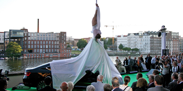 Verticaltuch Aerial Silk Showact Berlin