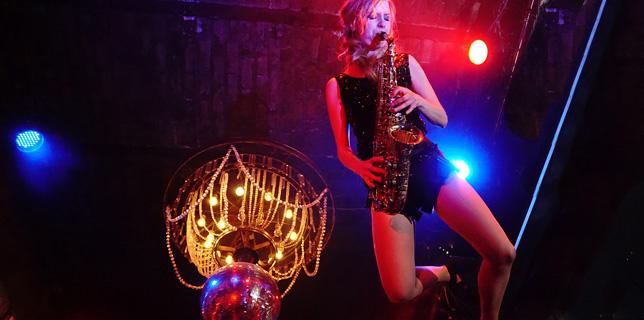 Saxophon-Show-Inszenierung